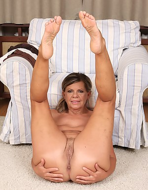 Free Mature Foot Fetish Porn Pictures